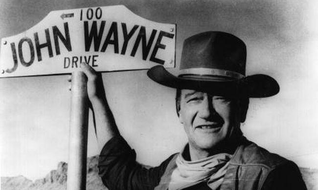 Elkelt Disney Mickey egér füle és John Wayne cowboy kalapja