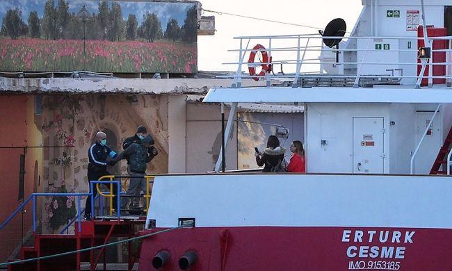 Elkezdték visszaküldeni a migránsokat Törökországba