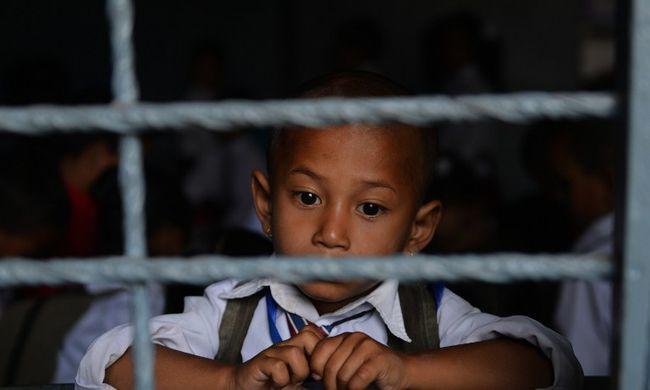 Rabszolgának adták el Angliába a földrengést túlélő gyerekeket