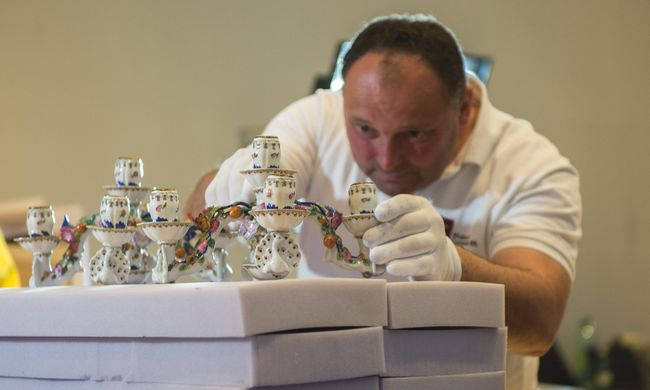 Királyi és főnemesi herendi porcelándíszekből nyílt kiállítás