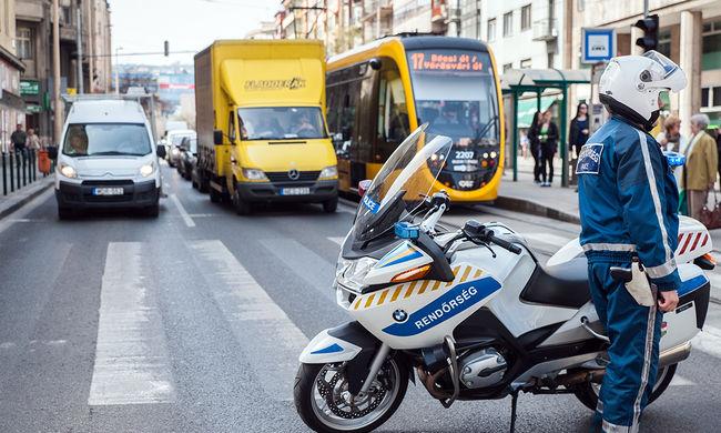 Bomba hatástalanítás és kerékpáros felvonulás nehezíti ma a fővárosi közlekedést