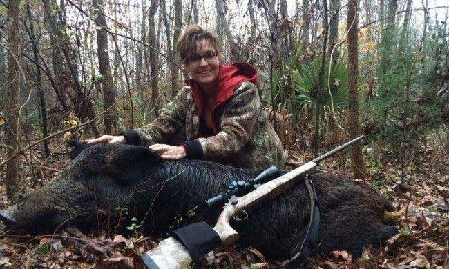 Sarah Palin döglött vaddisznóval szurkol Trumpnak