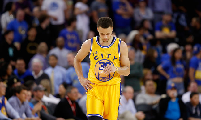 Újabb váratlan vereség: veszélyben a legendás NBA-rekord
