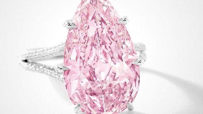 Ritka rózsaszín gyémántot árvereznek el