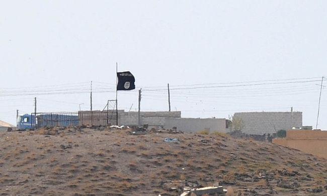 Több ezren tudtak elmenekülni az Iszlám Állam uralta városból