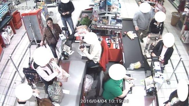 Pénzzel teli tárcát lopott a boltban, felvette a kamera