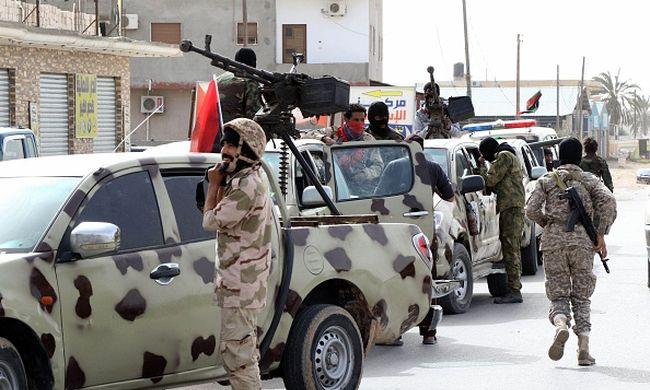 Külföldről fegyvereznék fel Líbiát a terroristák ellen