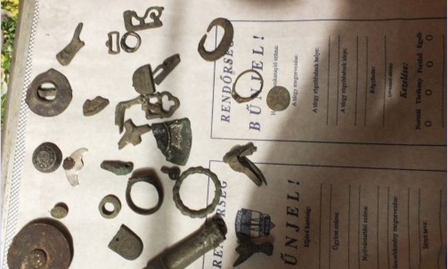 Muzeális értékű darabokat talált a település határában, otthonában rejtegette