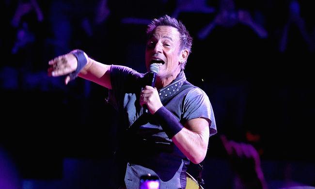A transzneműek védelmében mondta le koncertjét a rocksztár
