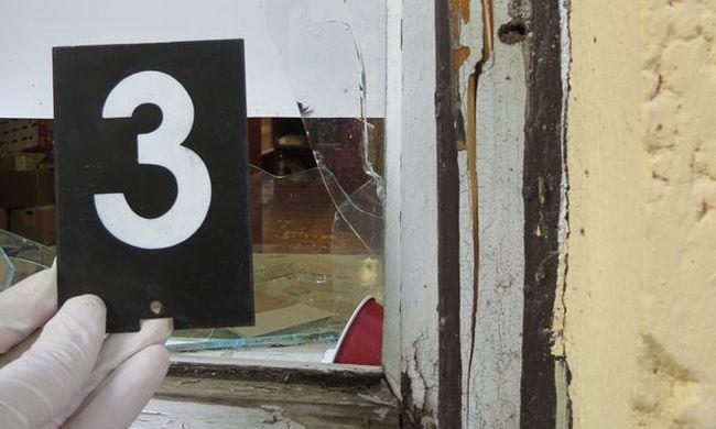 Kővel törték be a pékség ablakát, hogy kifosszák
