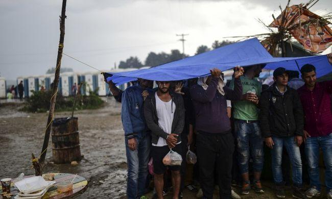 Könnygázt vetett be a rendőrség a migránsok ellen a határnál