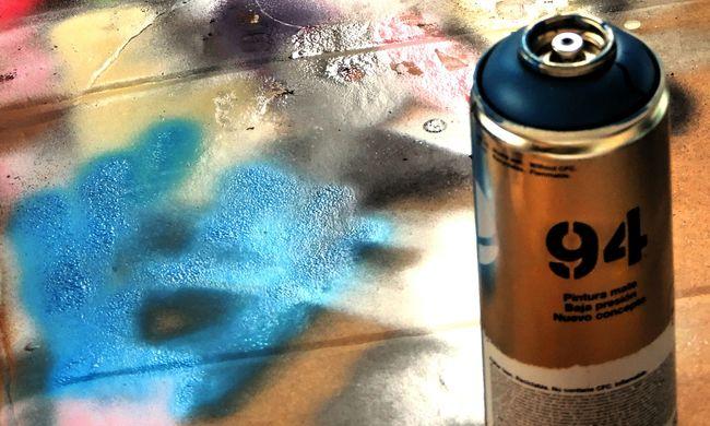 Budapesti üzletet fújt le a fiatal graffitis