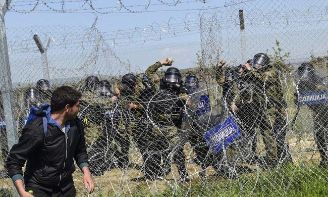 Több száz migránst vittek el Idomeniből