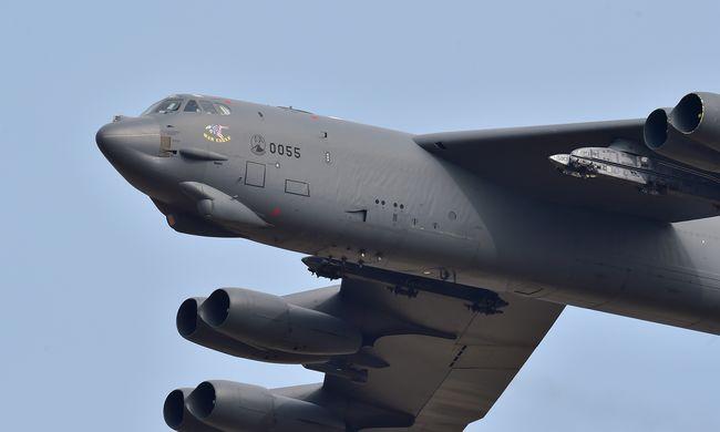 Amerika B-52-es bombázókat küldött az Iszlám Állam ellen