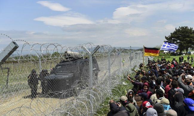 Könnygázzal tartották vissza a migránsokat - a görög miniszterelnök szerint szégyenteljes döntés volt