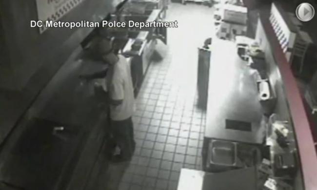 Betört a gyorsétterembe, majd készített magának egy sajtburgert - videó