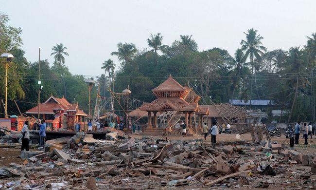 Már 112 halott az indiai templomtűzben
