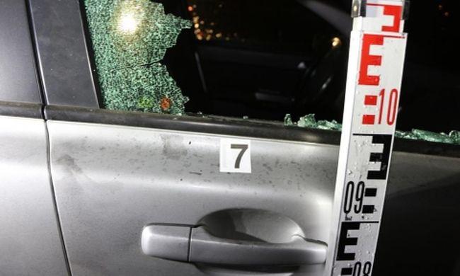 Kalapáccsal törte be az autók ablakát a 17 éves fiú