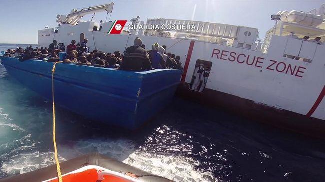 649 migránst vettek fel a tengerről, amikor elindultak