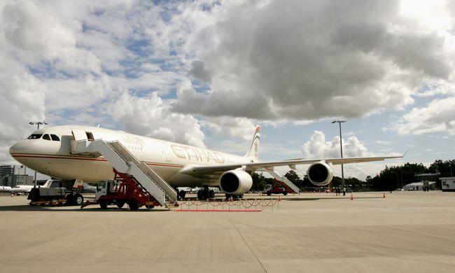 Visszafordította a gépet a pilóta, hogy a nagyszülők találkozhassanak a haldokló unokájukkal