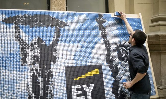 Kirakták Magyarország legnagyobb Rubik-kockákból álló mozaikfalát