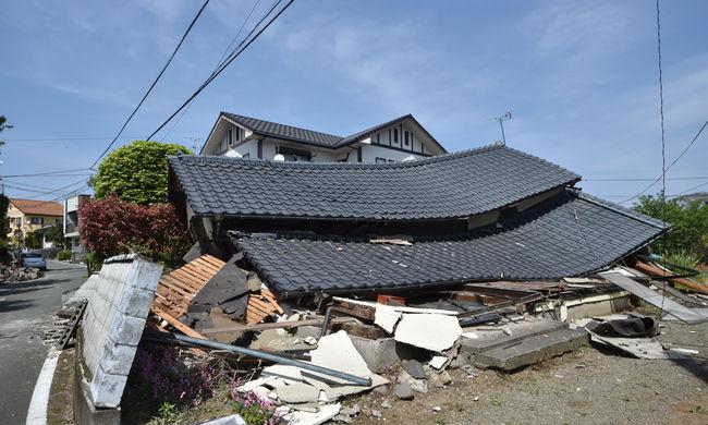 Kisbabát mentettek a romok alól, pusztító volt a földrengés - képgaléria