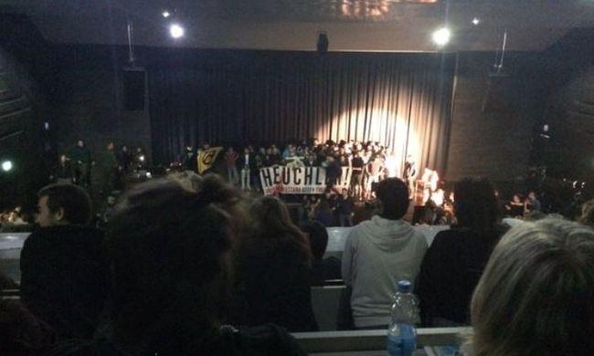 Szélsőjobboldaliak támadtak színészekre előadás közben