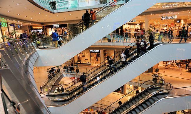 Bevásárlóközpontban találták meg az idős férfi bomló holttestét