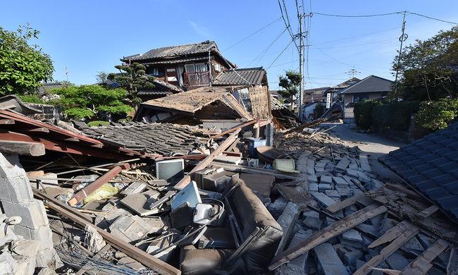 Tizenkétezernél több épület vált lakhatatlanná a japán földrengésben
