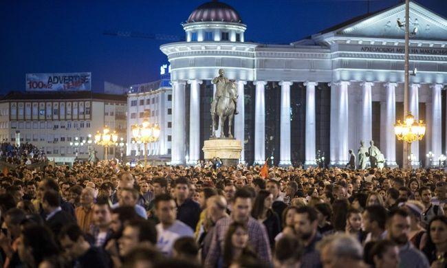 Több ezren tüntettek az elnöki kegyelem ellen