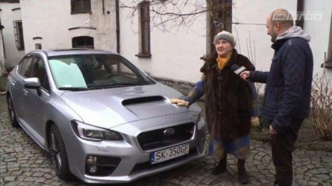 13 évig spórolt a sportautójára a 81 éves asszony