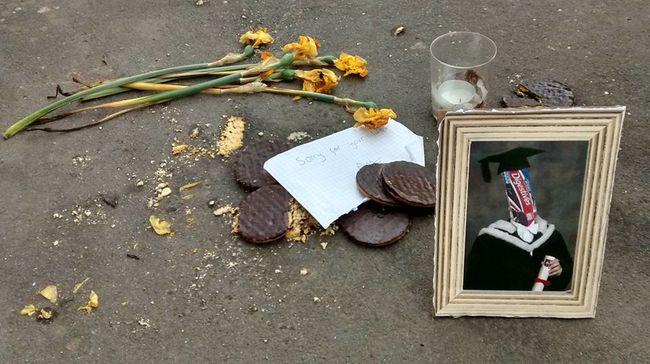 Síremléket állítottak egy csomag eldobott keksznek