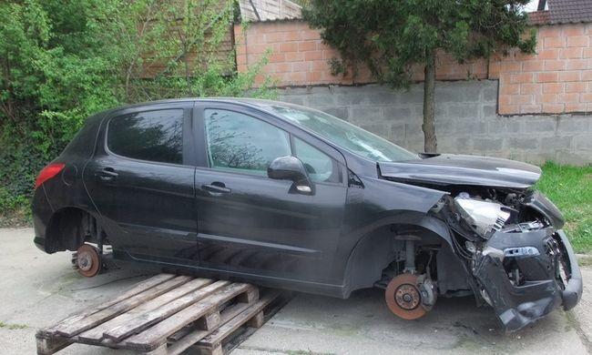 Katalizátor nem volt benne, ezért az autó kerekeit lopta el