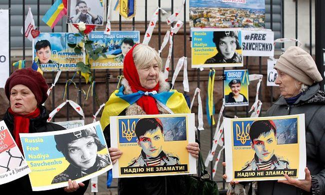 Hazatérne az Oroszországban raboskodó ukrán pilótanő