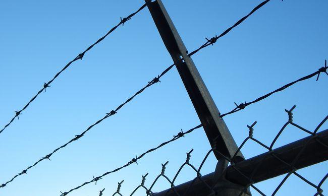 Kerítésvasba zuhant egy munkás Zala megyében, átszúródott a hasfala
