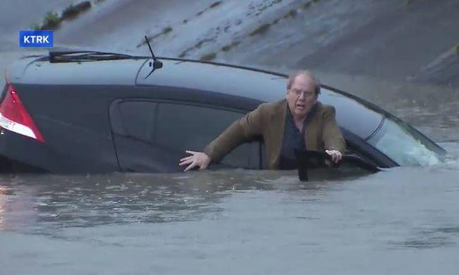 Élő adásban mentette ki a riporter a sofőrt a süllyedő kocsiból - videó