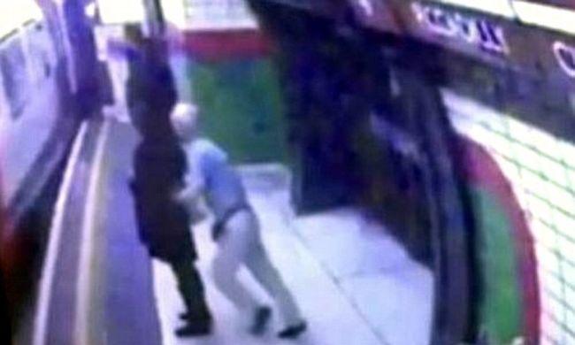 A metró alá akarta lökni a nőt a nyugdíjas