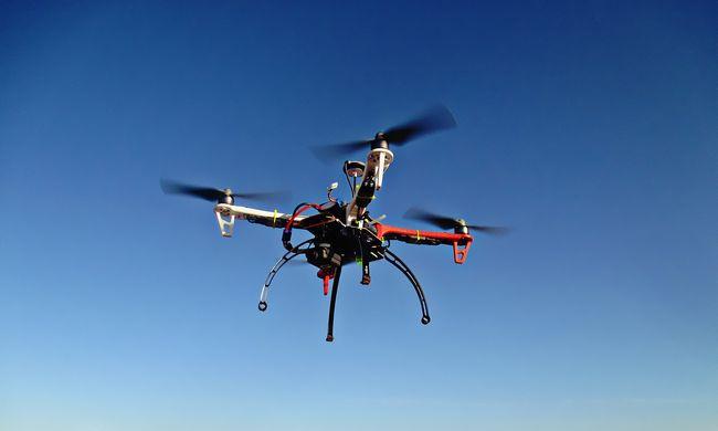 Sikeres volt az első drónos csomagkézbesítés