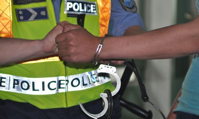 Késsel rabolt a 16 éves fiú - videó