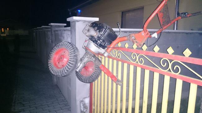 Rotációs kapát akart lopni, fennakadt a kerítésen