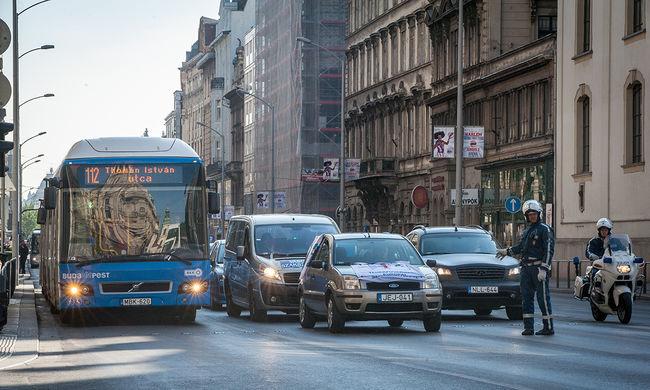 Újabb pokoli hétvége vár a budapesti autósokra, de a tömegközlekedők sem örülhetnek