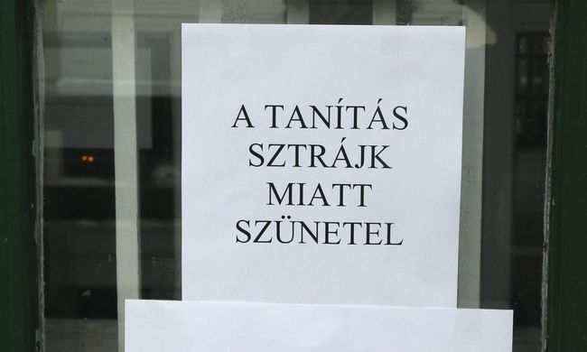 Tanársztrájk: munkabeszüntetés és forgalomlassítás