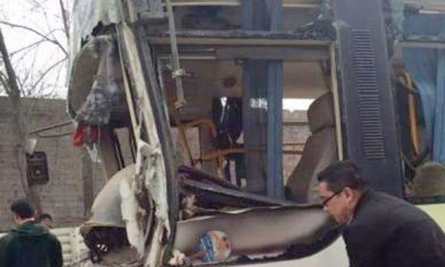 Ellopta a buszt, azonnal elütött egy nőt, majd falnak csapódott