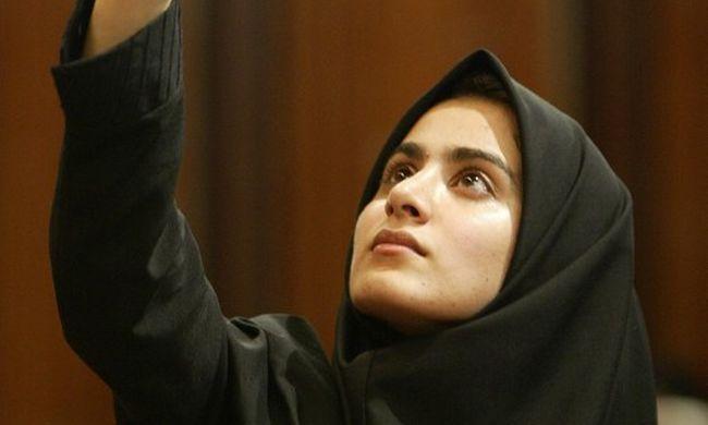 Inkább rövidre vágják a hajukat és férfiruhát hordanak az iráni nők, hogy ne kelljen hidzsábot viselniük
