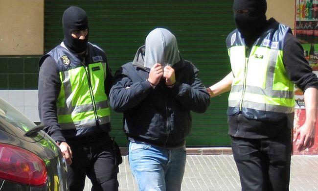 Üdítőárusnak álcázott terroristák robbanthatnak népszerű strandokon, már le is tartóztattak egy férfit Mallorcán