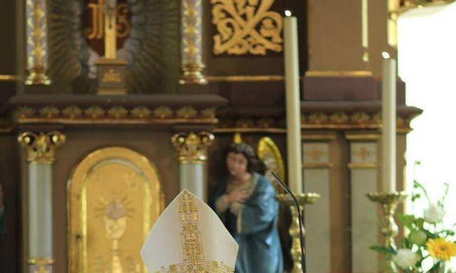 A kismartoni püspök megtagadta, hogy kerítés haladjon át egyházi területen
