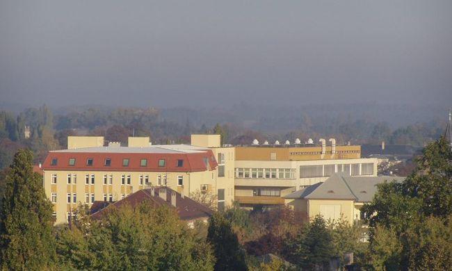 Kiugrott a mosonmagyaróvári kórház ablakán, meghalt
