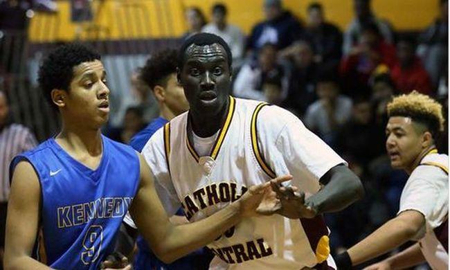17 évesnek mondta magát, gimnáziumi kosárlabda sztár lett, pedig 29 éves