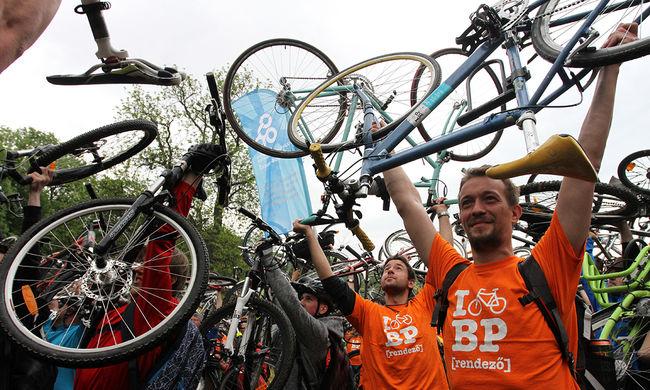 Fejlesztésekért vonult több ezer biciklis - képgaléria