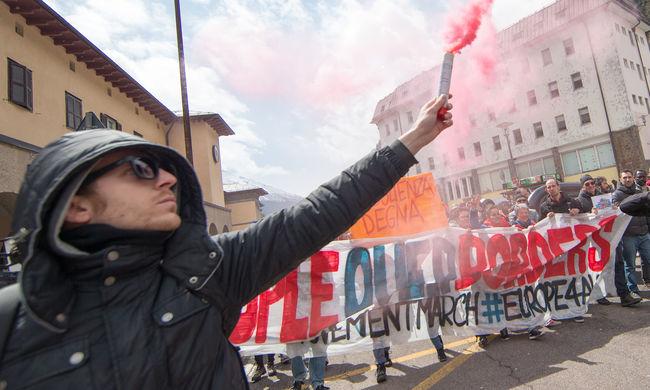 """""""Világútlevelet"""" - több százan tüntettek a határzár ellen"""